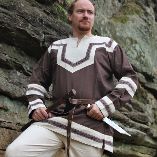 Leonardo Carbone Broderet Keltisk tunika