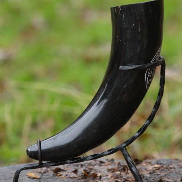 Epic Armoury Drikkehorn stativ hånd-smedede, 0,3-0,5 liters horn