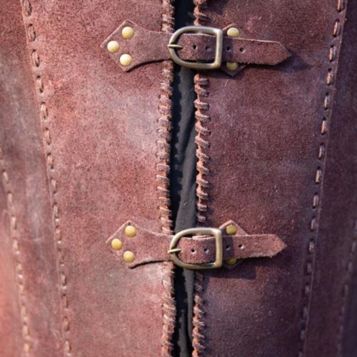 Epic Armoury Brigandine con cinturones, marrón