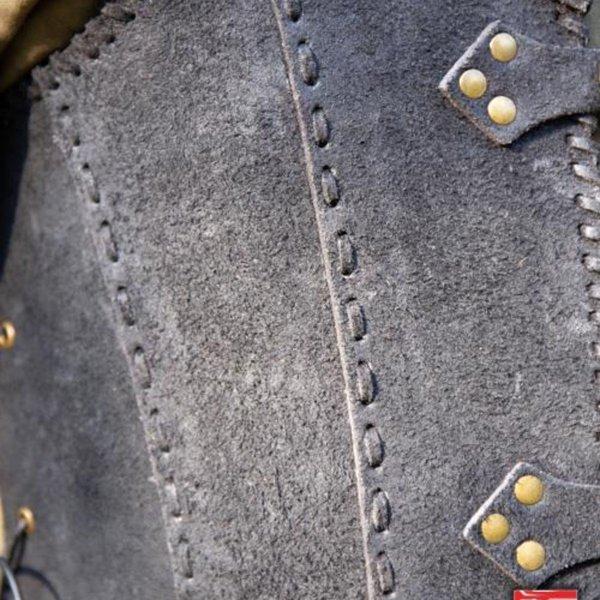 Epic Armoury Brigandine med bælter, sort