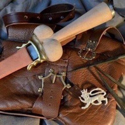 Sajones, cuchillos, dagas y mains gauches