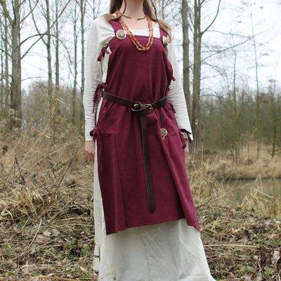 Suknie i wieszaki wikingów