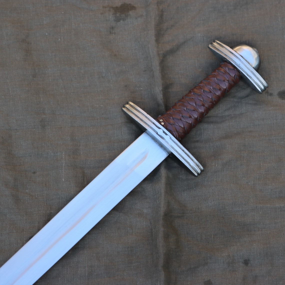 Mytholon Épée Viking Godegisel, prête au combat
