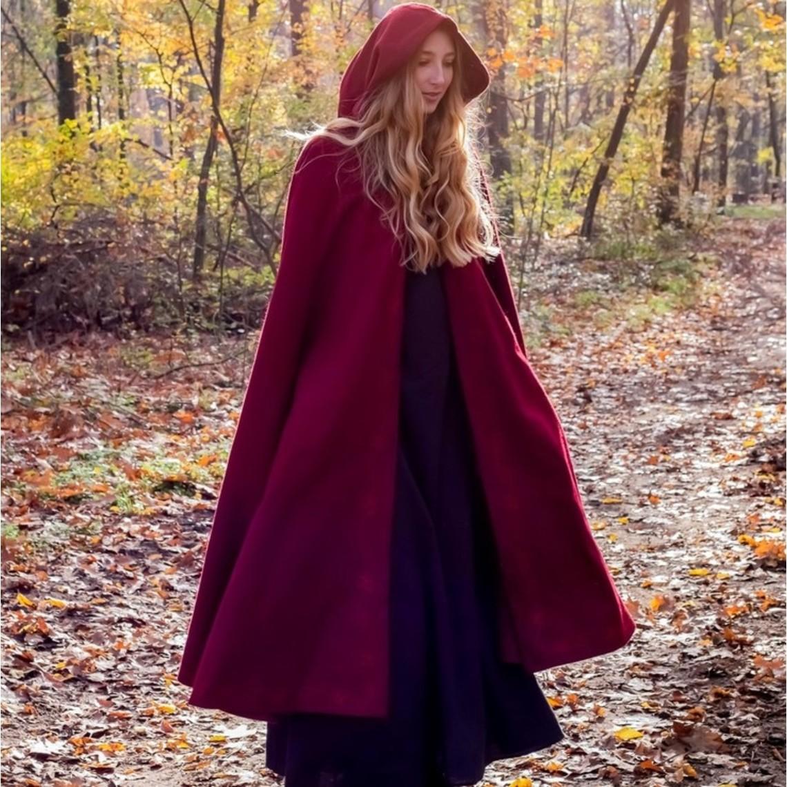 Leonardo Carbone Geborduurde mantel Damia met sluiting, rood