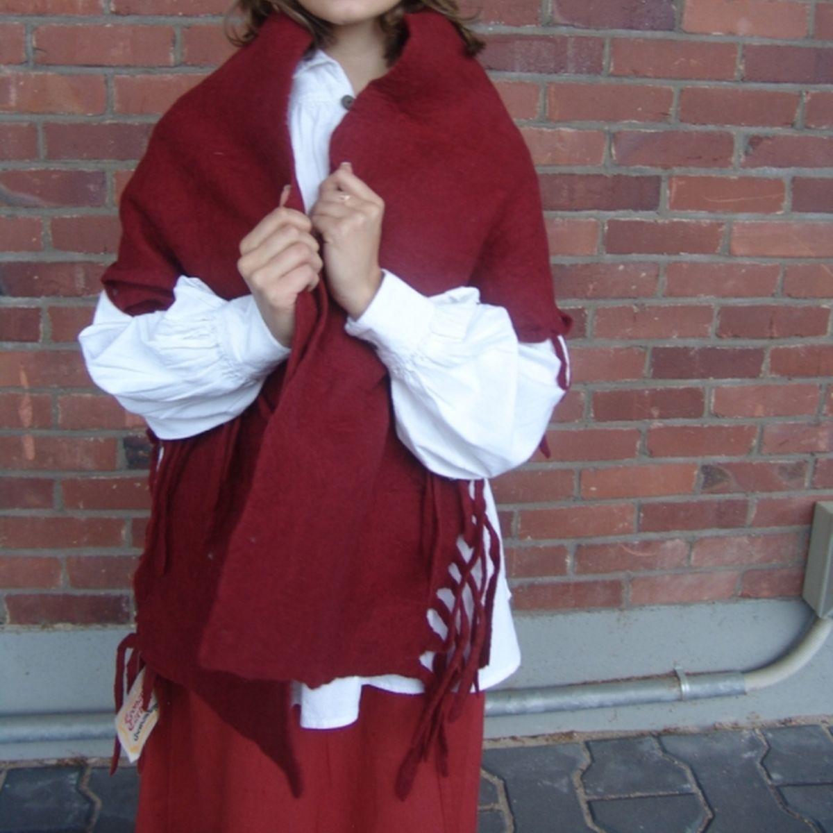 17de eeuwse wollen omslagdoek rood