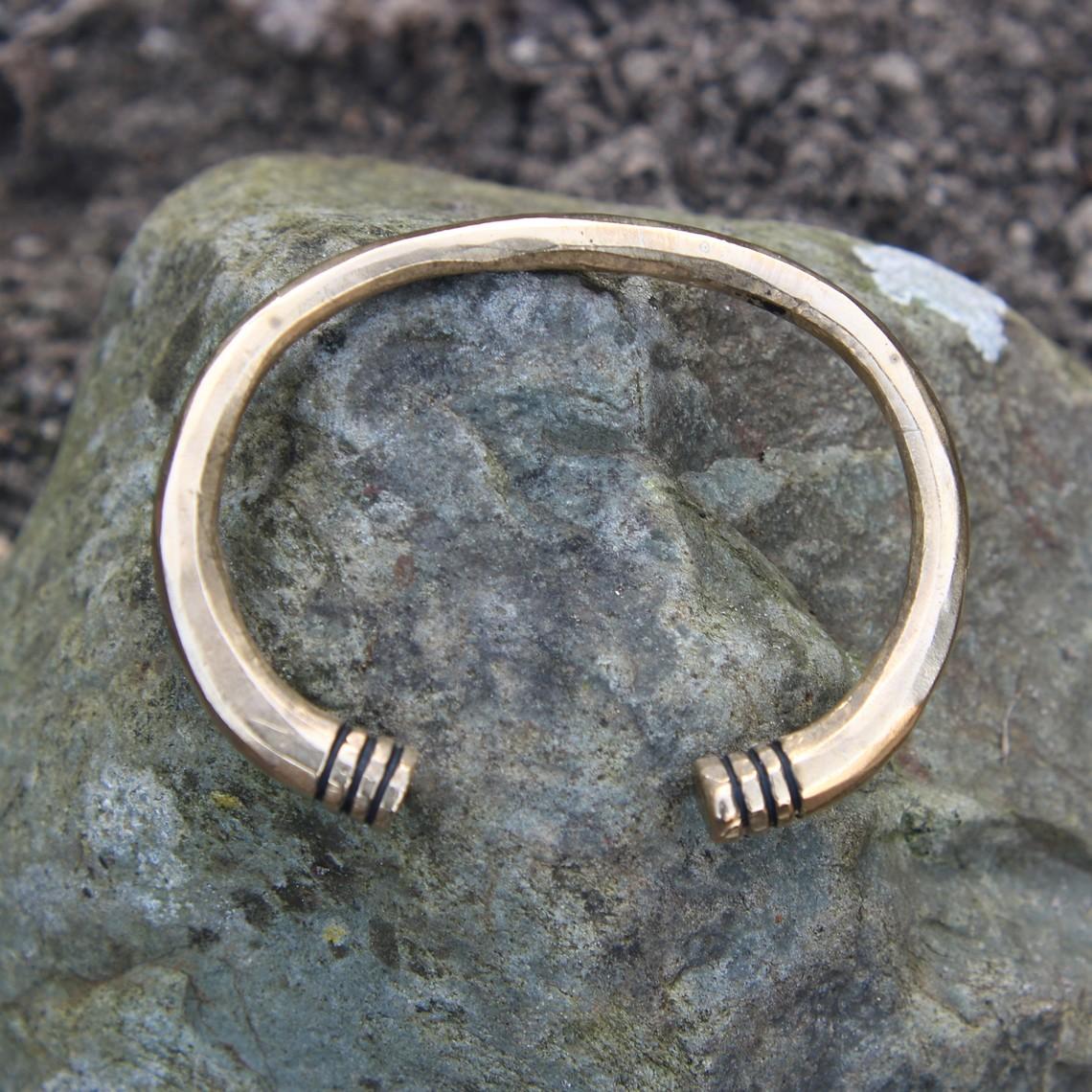 Merovingian armband, brons