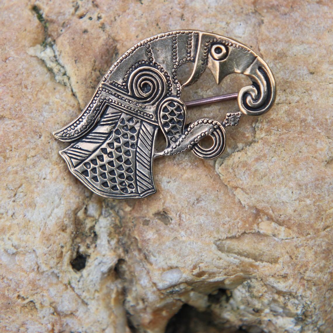 Germaanse ravenbroche Gotland, links, brons