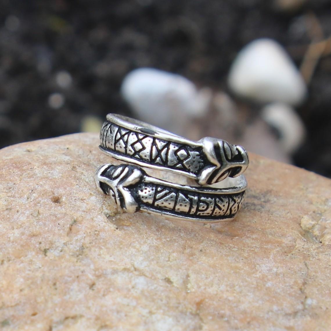 Rung Ring mit Wolfsköpfen, Bronze versilbert