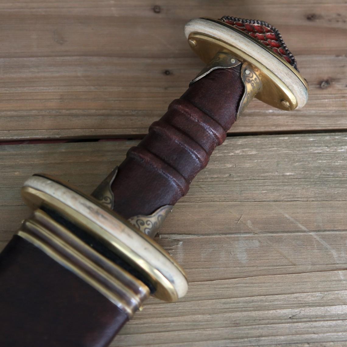 Deepeeka Sutton Hoo Schwert mit Emaille