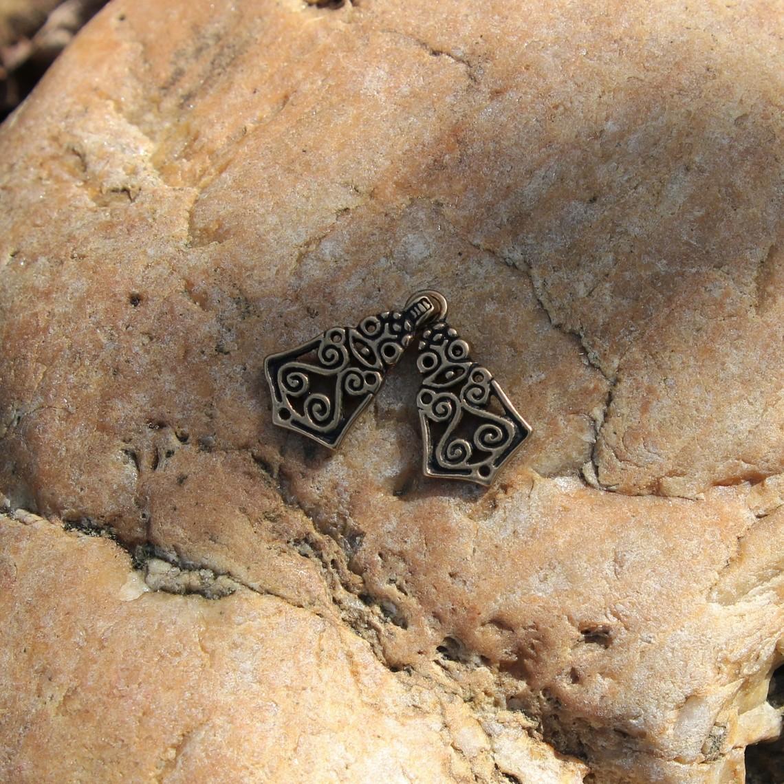 Avarische mantelsluiting, brons