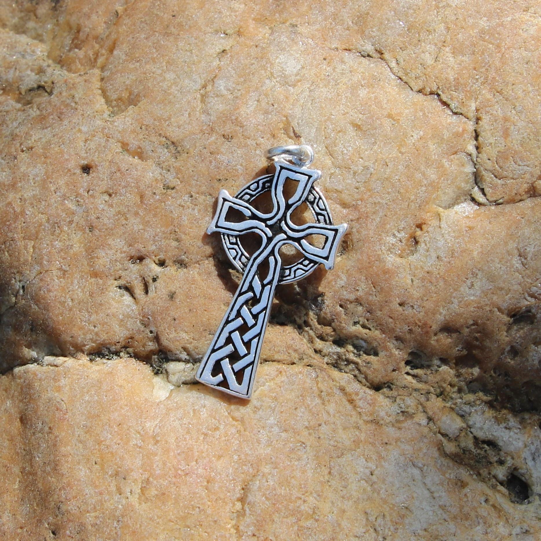 amuleto cruz celta, argentado