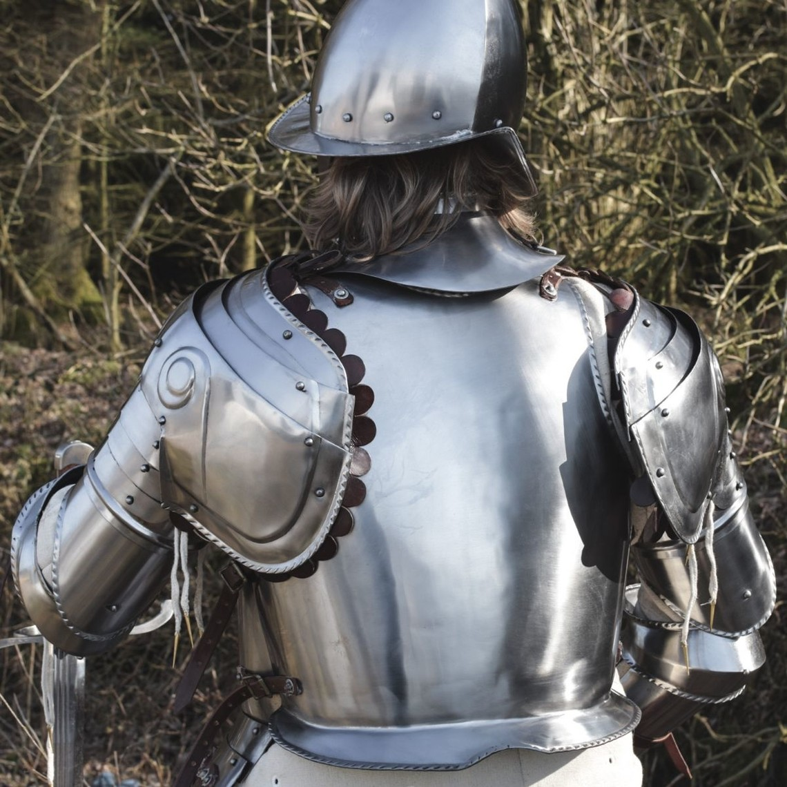 Deepeeka Suit of armour 16th century