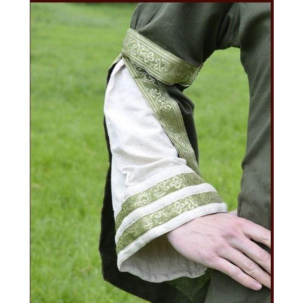 Middeleeuwse mantel in vier verschillende kleuren