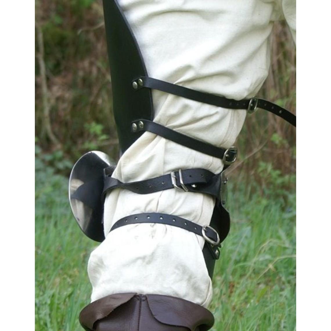 Een paar kniebeschermers met leren stukken