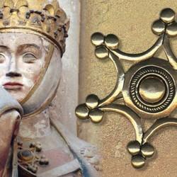 Średniowieczne broszki w kształcie pierścionka