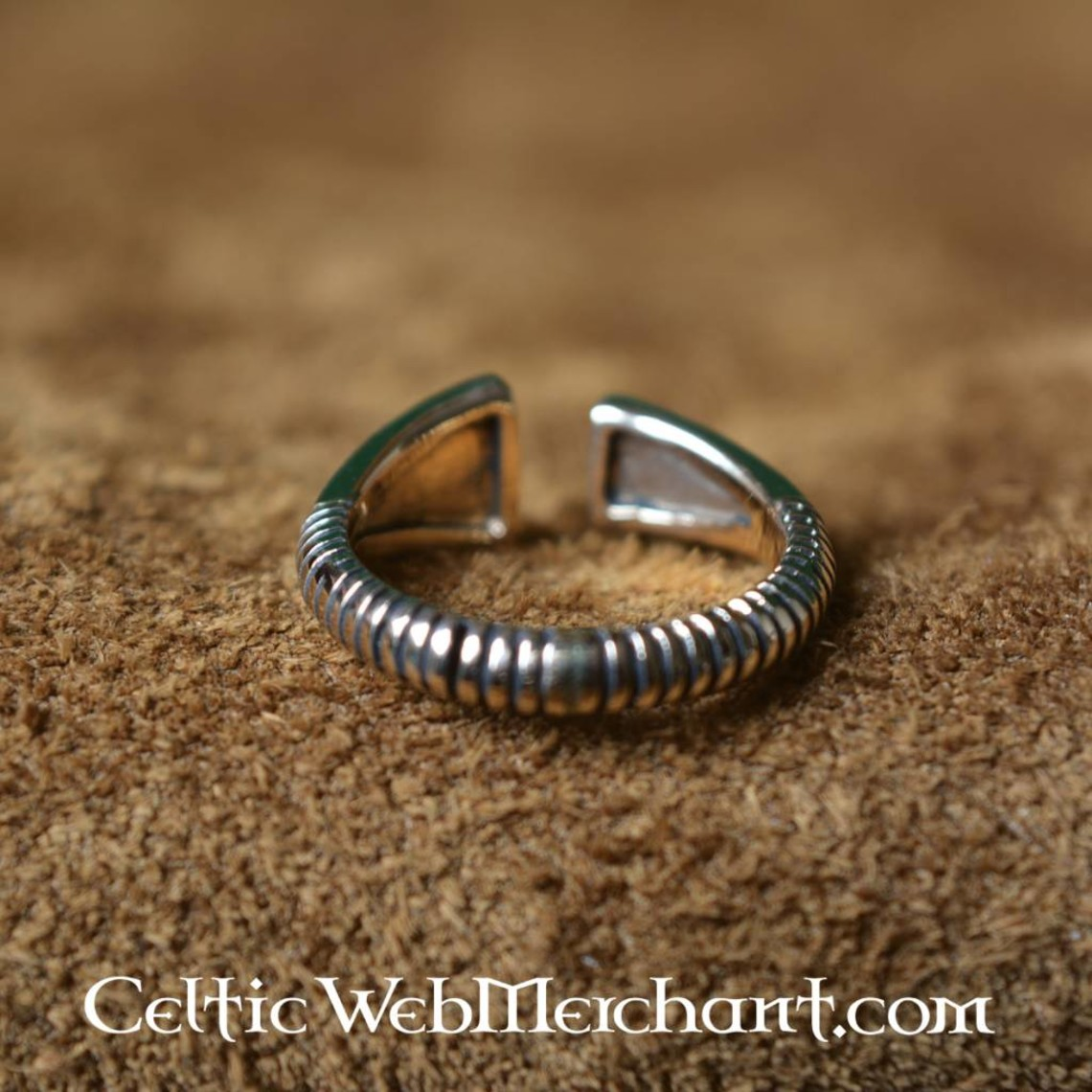 Bronzen Vikingring met diamantvormig motief