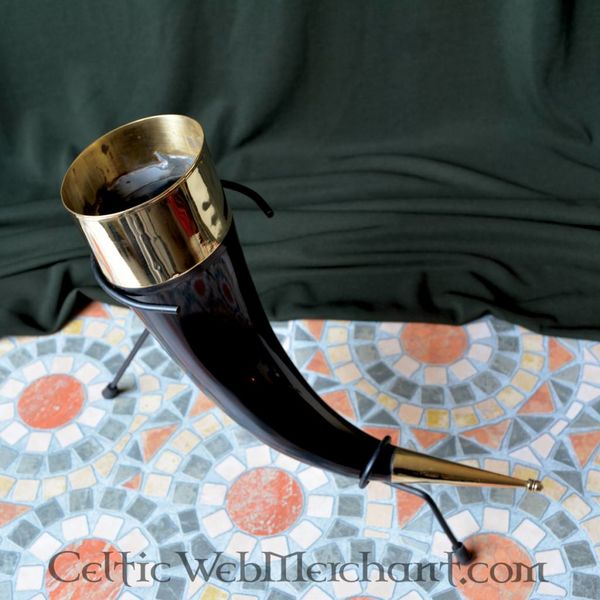 Decorated drinkinghorn with stand