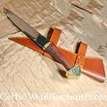 Deepeeka Seax Triquetra  con puño de madera