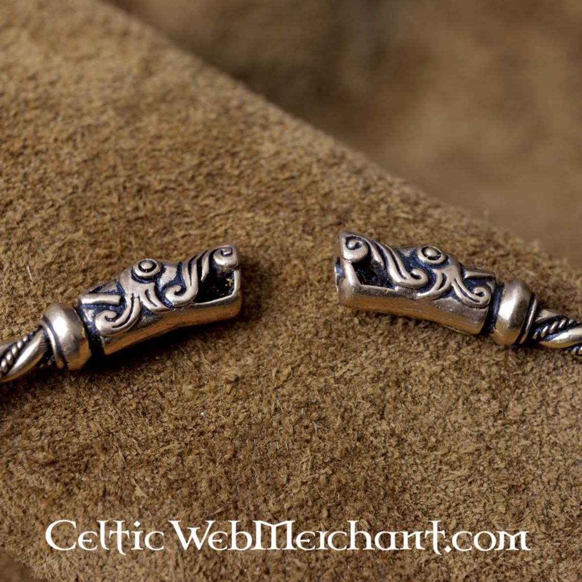 Couple viking à têtes de dragon