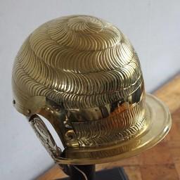 Hulptroepen-cavaleriehelm, A