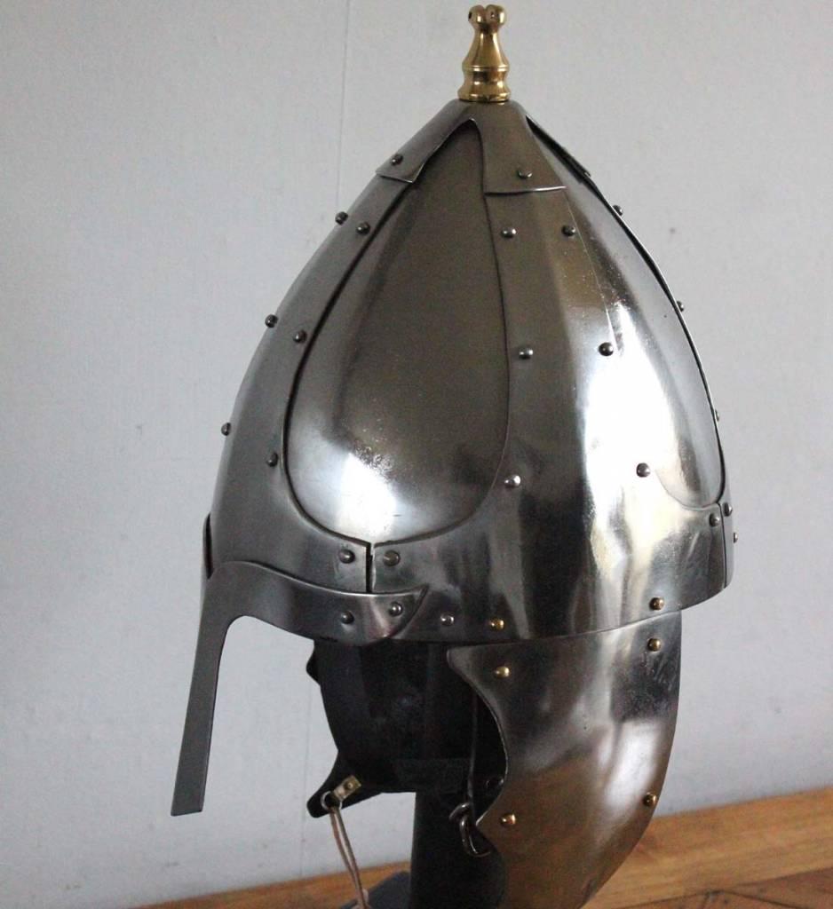 Germanischer Helm mit Wangenklappen