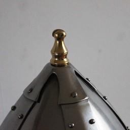 Germański kask z klapkami policzkowych