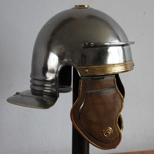 Deepeeka Imperial kursywa galea B, Dacia