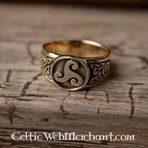 Trisquelion anillo celta