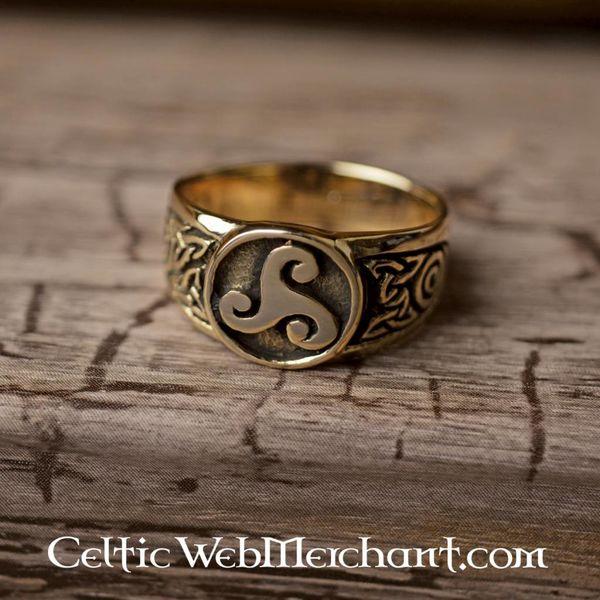 Celtic ring triskelionen