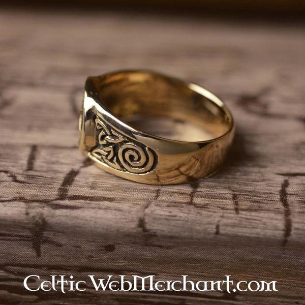 Celtic pierścień trisquelion