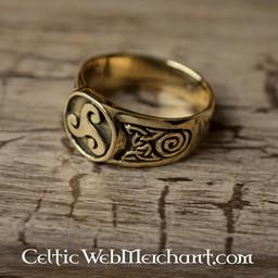 Celtic ring triskelion