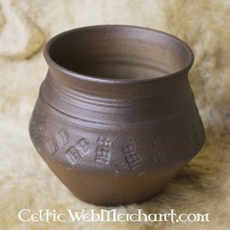 Early Medieval pot 13 cm