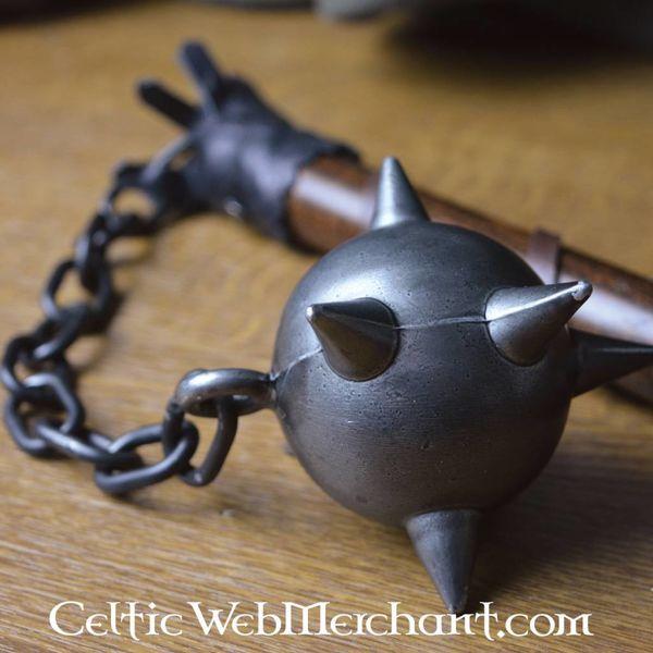Kiścień z drewnianej kuli
