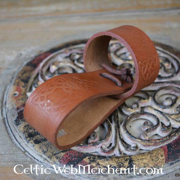 Drinkhoornhouder met Keltische knopen