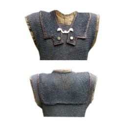 Chainmail shoulder doubling for lorica hamata