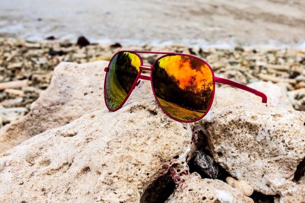 NGRY Dean | Pink Frame, Gold lenses