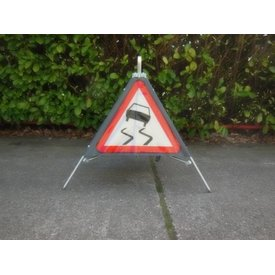 Folding traffic sign 'TRIPAN' - face A15 - SLIPPERY ROAD
