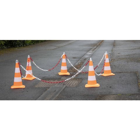 Delineation set cones with plastic chain