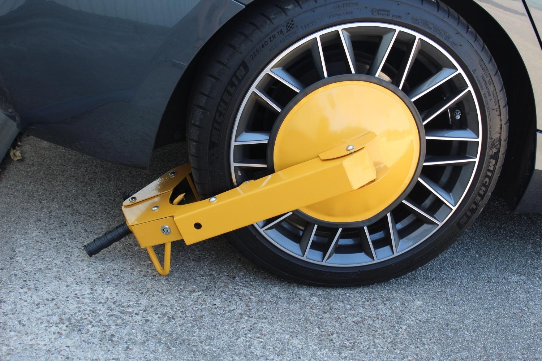 Wheel clamp for cars, caravans and motorhomes