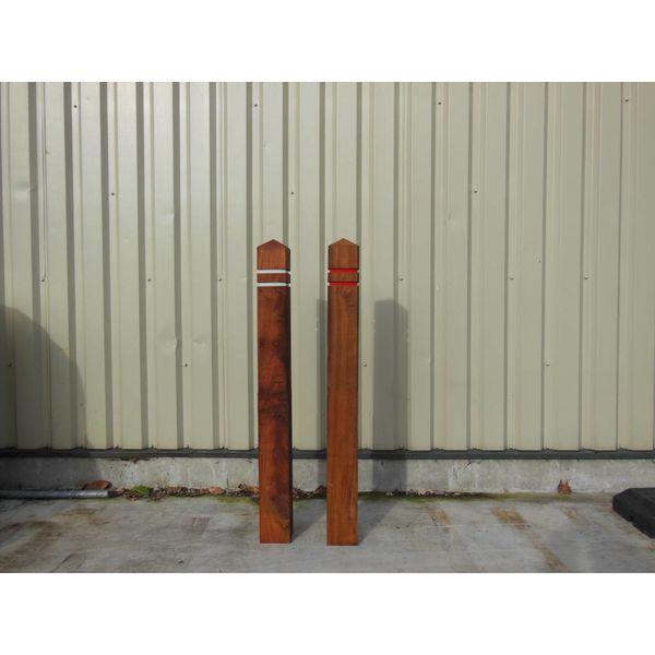 Anti-parking pole / troittoirpaal diamond top 15 x 15 x 140 cm hardwood + 2 reflective strips
