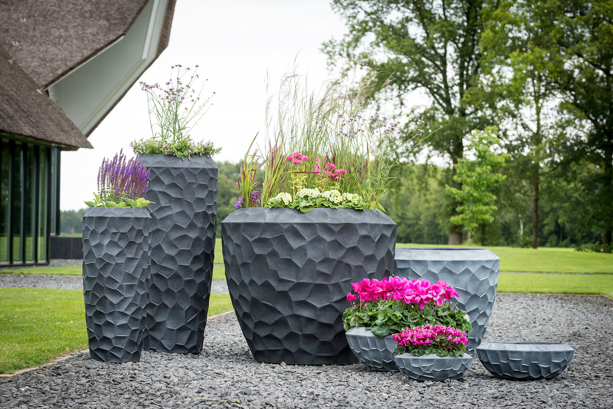 (Deel 2) Plantenbakken & bloempotten; welke, waarom & hoe