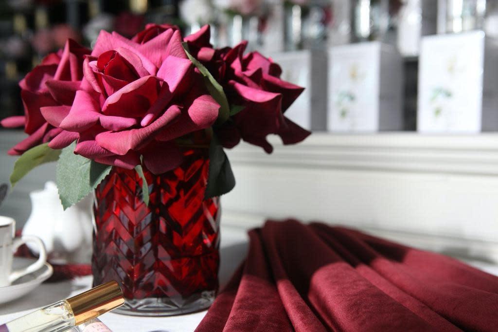 Herringbone Flowers Red Roses Red Vase-2
