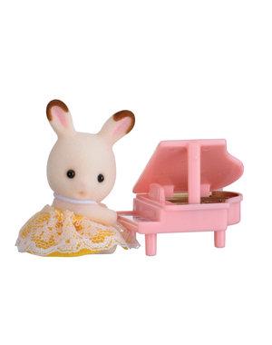 Sylvanian Families Baby Draagdoosje (Konijn met Piano)