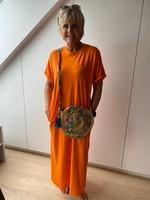 Love Lang kleed in het oranje