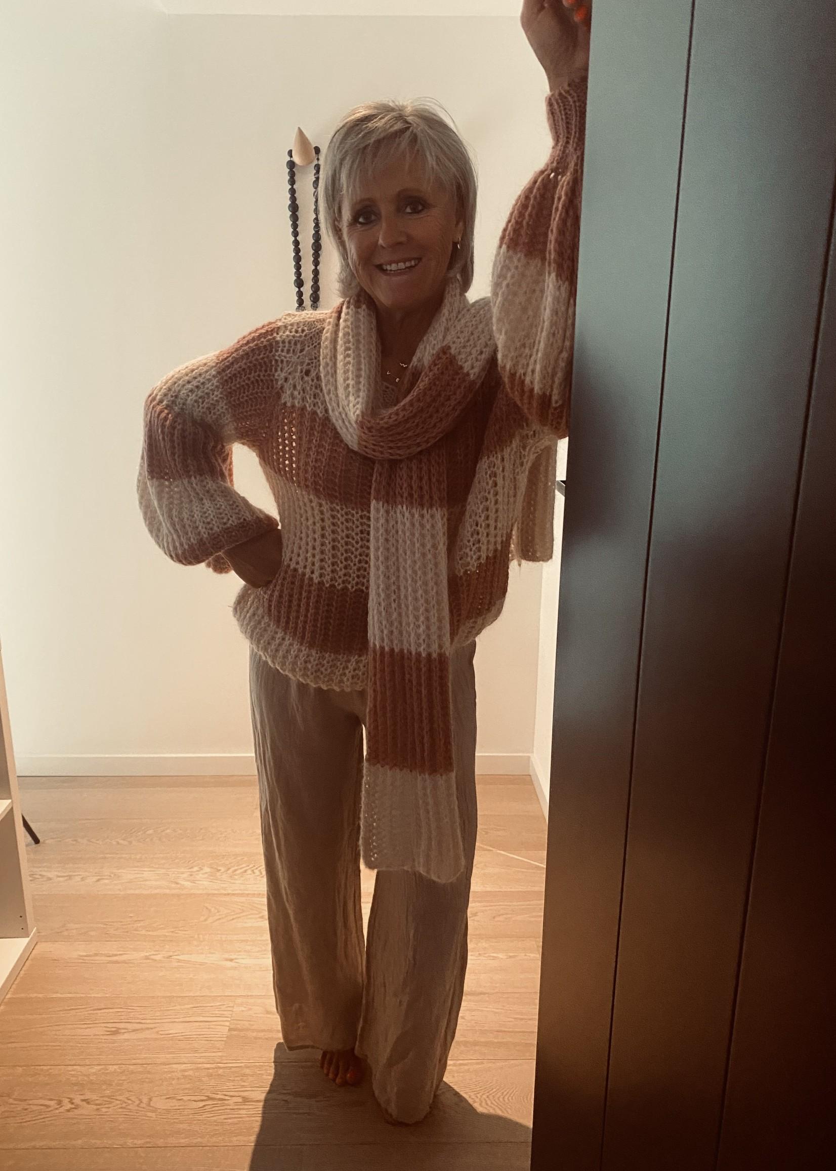 Love Streepjes pull met sjaal
