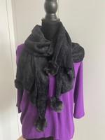 zwarte sjaal met pompons