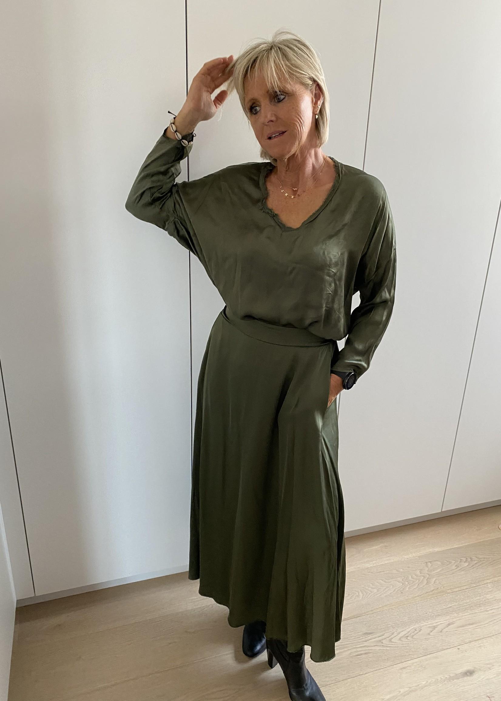 Prachtige kaki blouse + rok