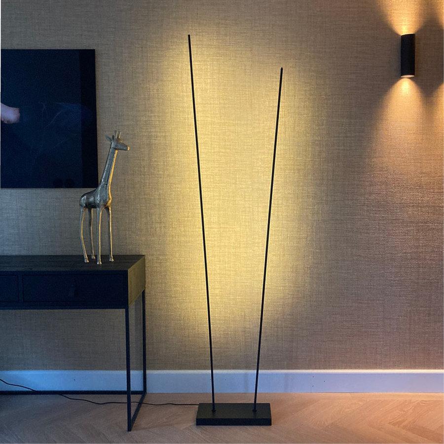 Dimbare 2-lichts vloerlamp ThinK met geïntegreerde LED