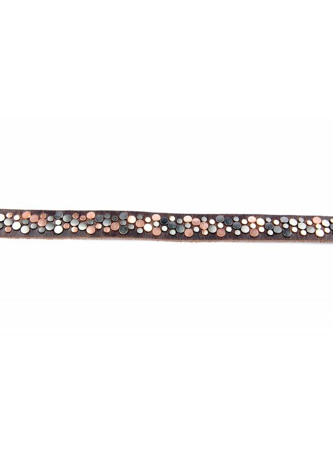 bruine stoere smalle damesriem met patroon van studs