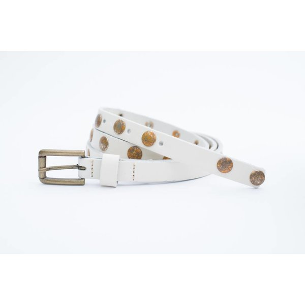 Off white damesriem met old-look studs
